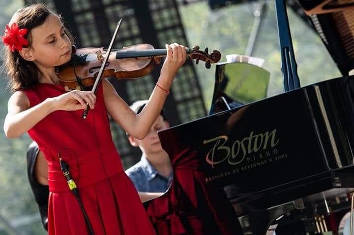 Міні-концерт Сандри Василькової